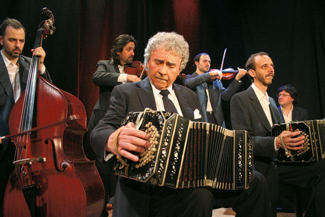 Roberto Alvarez met ColorTango